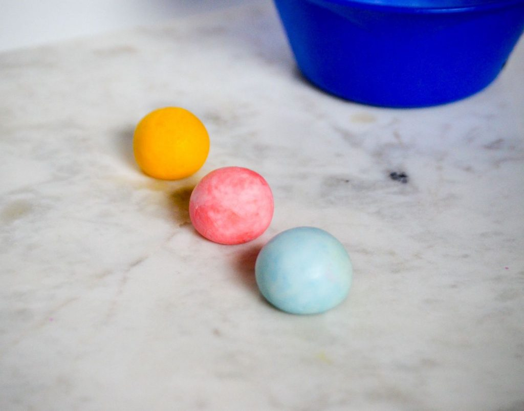 Make your own bouncy ball! These fun bouncy balls only took about 5 minutes to make and were such a fun science experiment!