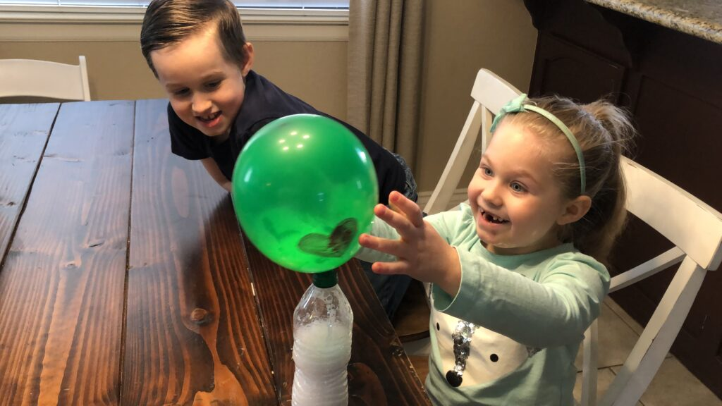 Kids doing the Baking Soda and Vinegar Balloon Experiment